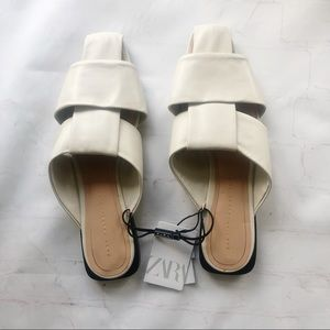 [Zara Trafaluc] NWT ivory leather slides 39
